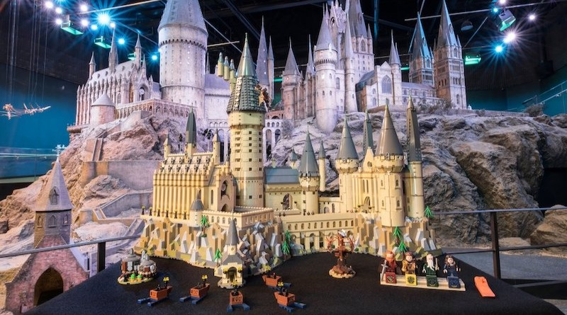 71043 Hogwarts Castle Featured 2