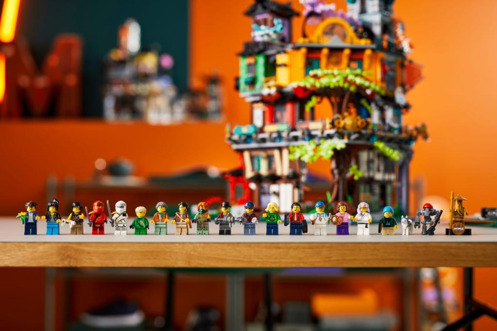 71741 LEGO NINJAGO City Gardens Minifigures Lifestyle