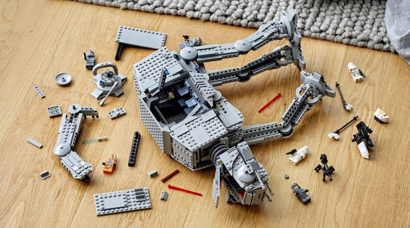 75288 AT AT LEGO Star Wars fallen over