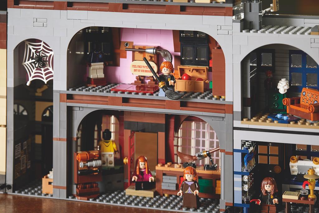 75978 Diagon Alley LEGO Harry Potter Lifestyle Resized 12