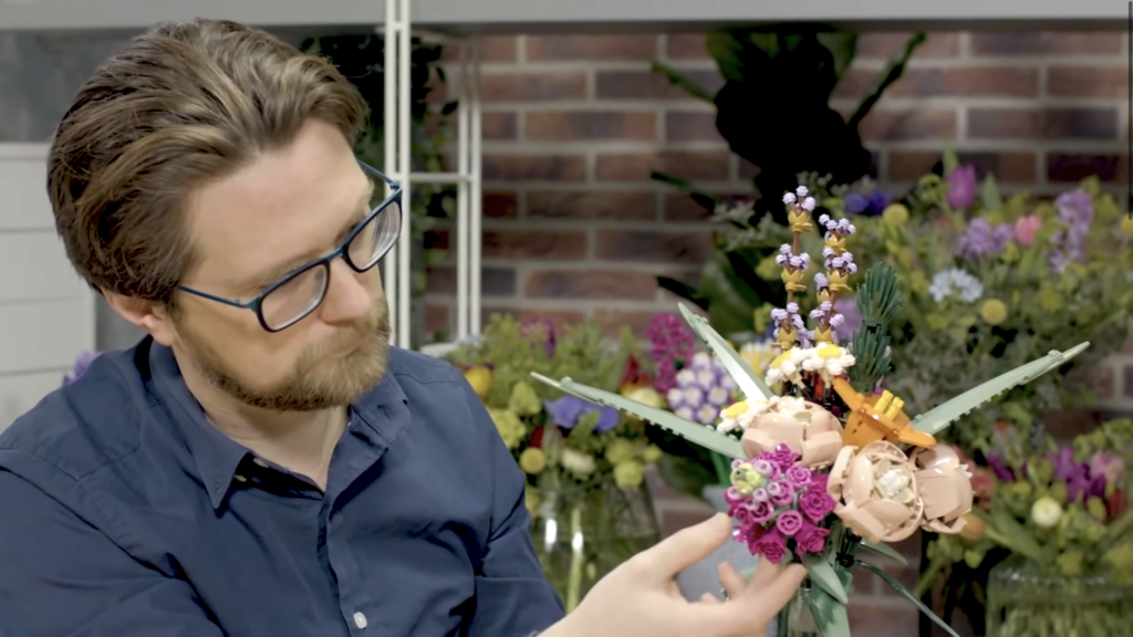 Anderson Grubb LEGO 10280 Flower Bouquet 1