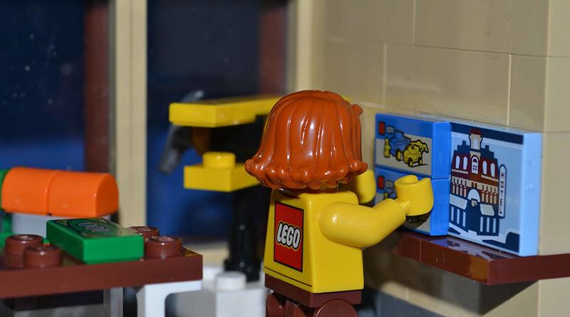 Brick Pic LEGO Shelf Featured