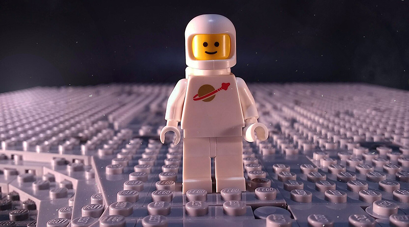 Brick Pic Spaceman Featured 1