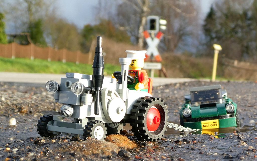 Brick Pic Tractor Tow