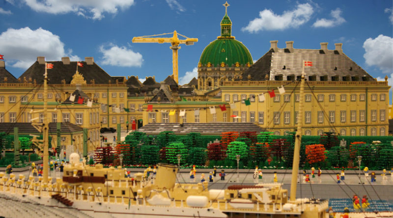 Brick Pic of the Day Amalienborg featured