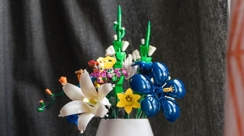 Brick Pic Of The Day LEGO Flowers Featured