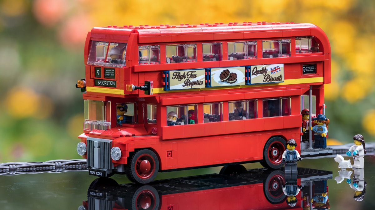 Brick Pic Of The Day London Bus in primo piano