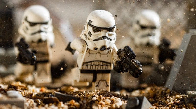 Brick Pic of the Day Stormtrooping featured