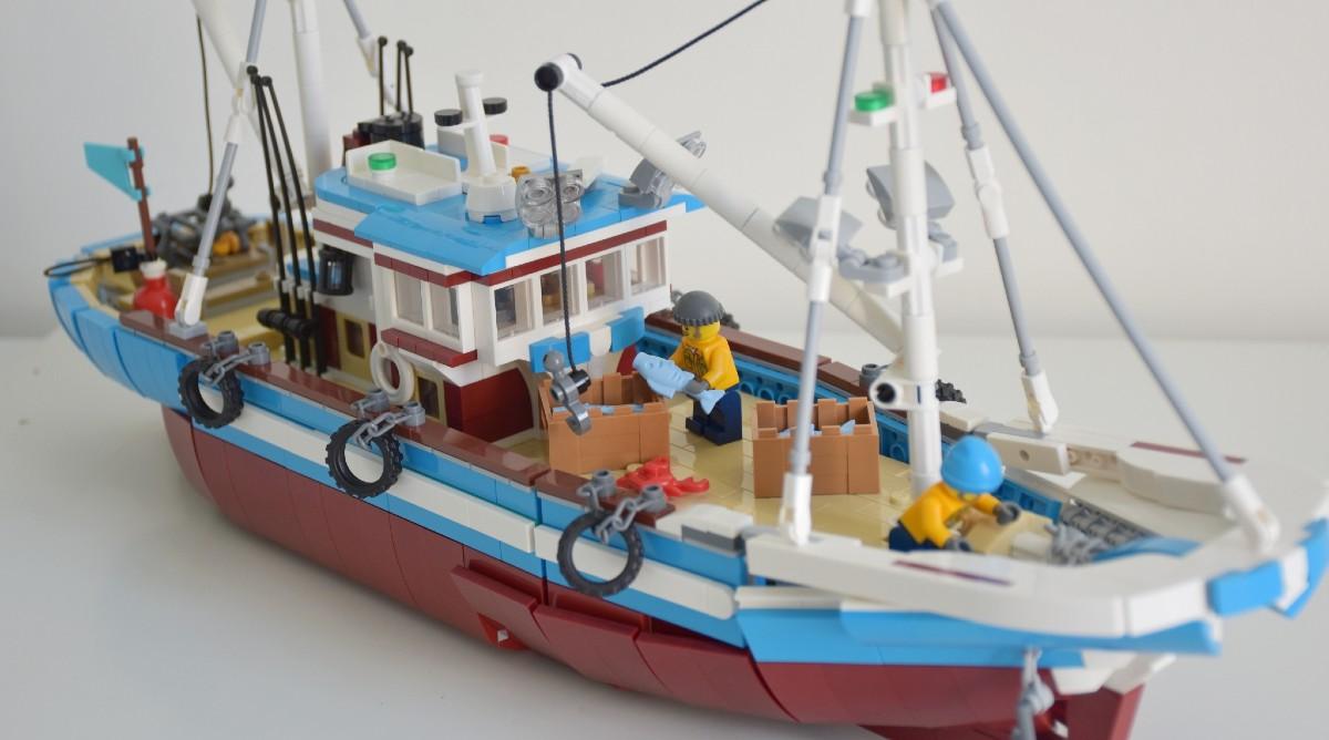 BrickLink Designer Program 910010 Great Fishing Boat Resized Featured