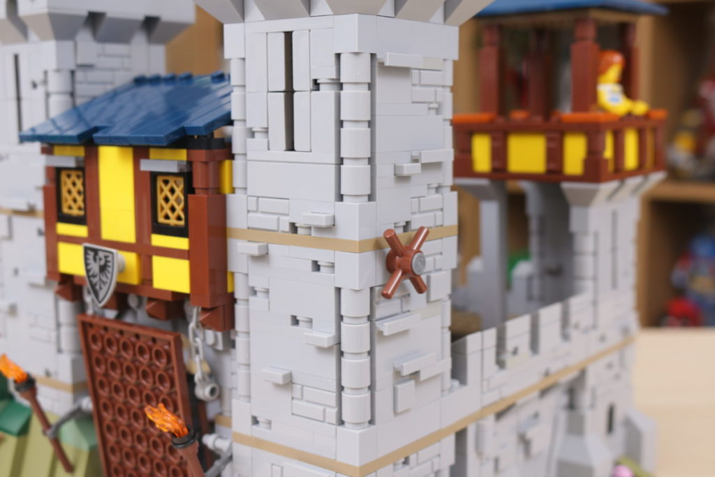 How to improve LEGO Creator 3 in 1 31120 Medieval Castle 40