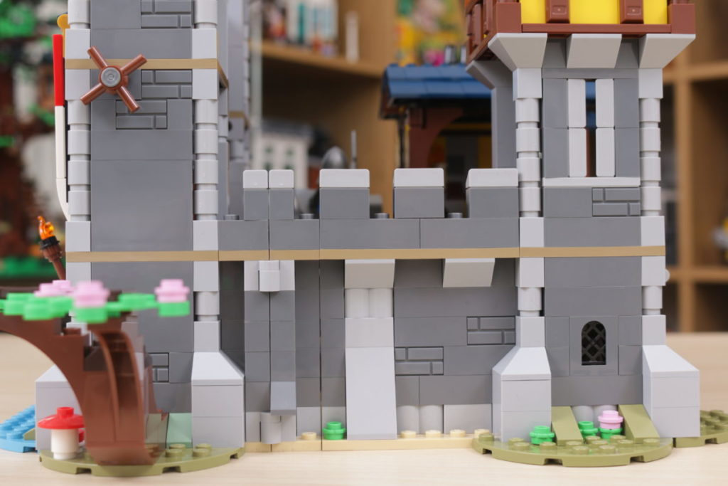 How to improve LEGO Creator 3 in 1 31120 Medieval Castle 43