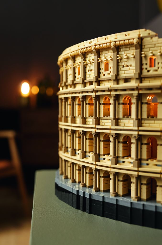 LEGO 10276 Colosseum 23