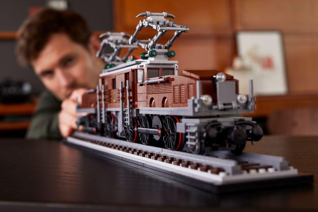 LEGO 10277 Crocodile Locomotive 34