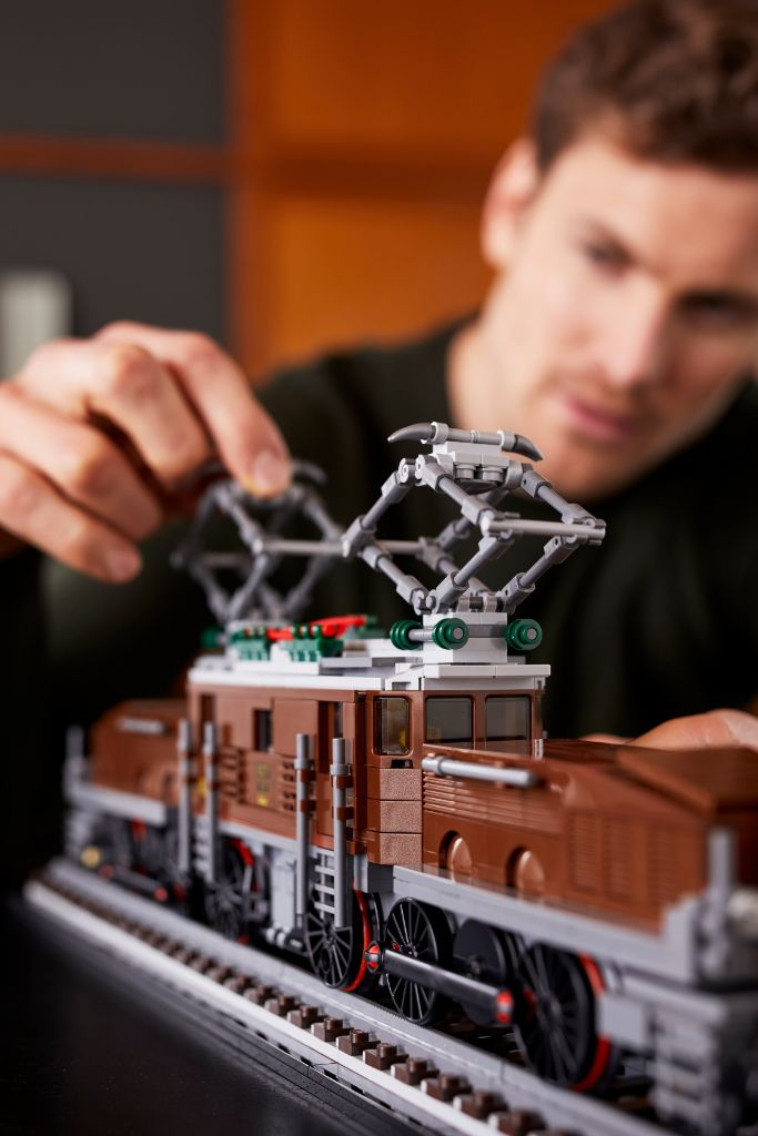 LEGO 10277 Crocodile Locomotive 35