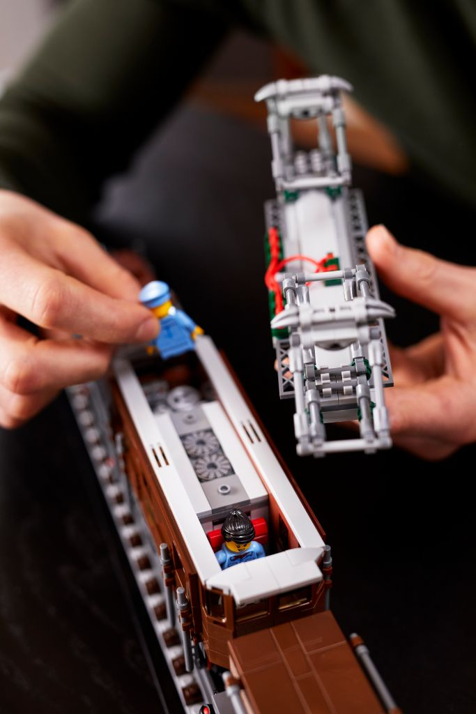 LEGO 10277 Crocodile Locomotive 36