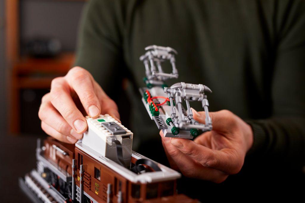 LEGO 10277 Crocodile Locomotive 37