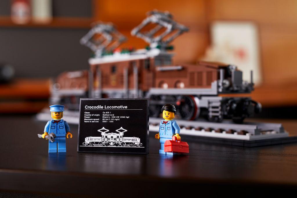 LEGO 10277 Crocodile Locomotive 38