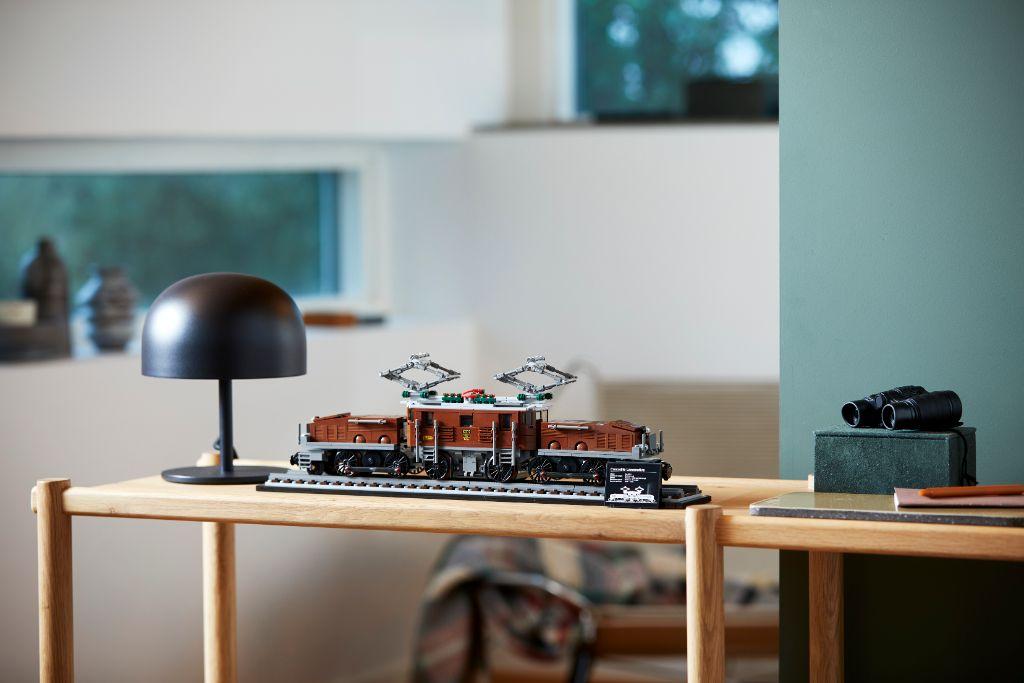 LEGO 10277 Crocodile Locomotive 39