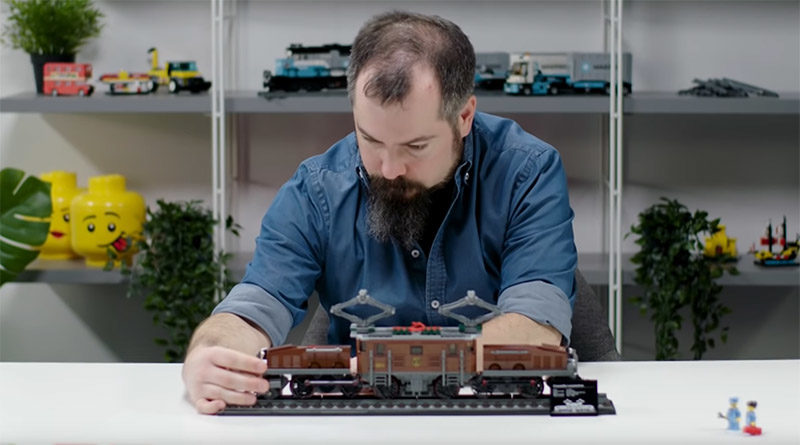 LEGO 10277 Crocodile Locomotive BTS Featured 800x445