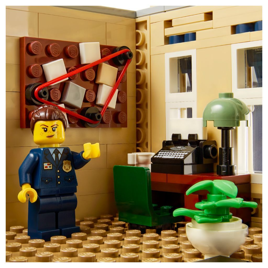 LEGO 10278 Modular Buildings Collection Police Station 12
