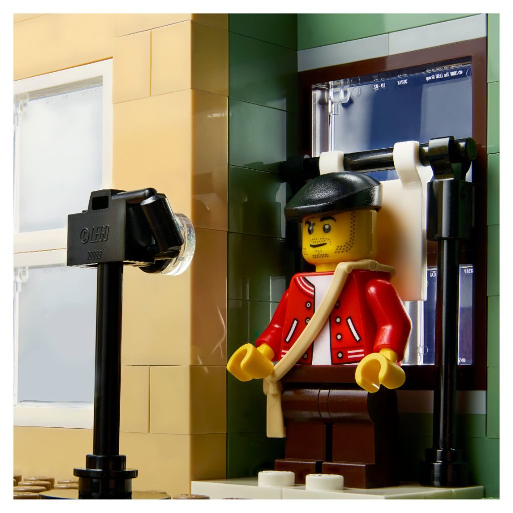 LEGO 10278 Modular Buildings Collection Police Station 13