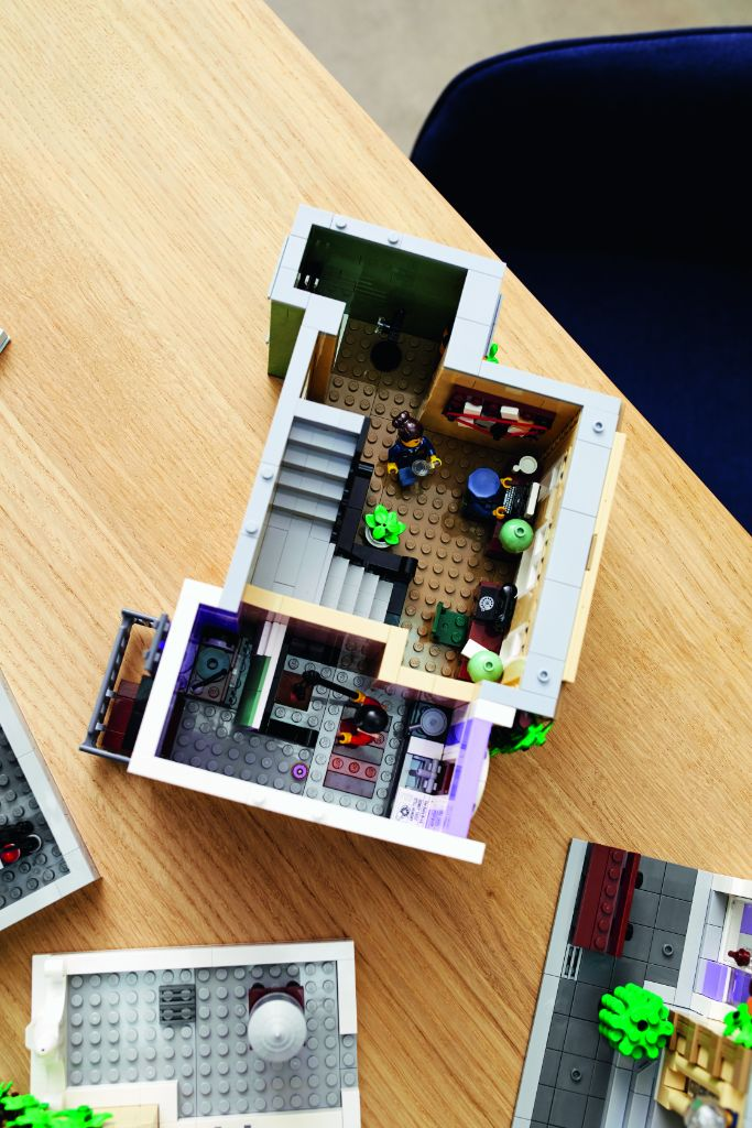 LEGO 10278 Modular Buildings Collection Police Station 43