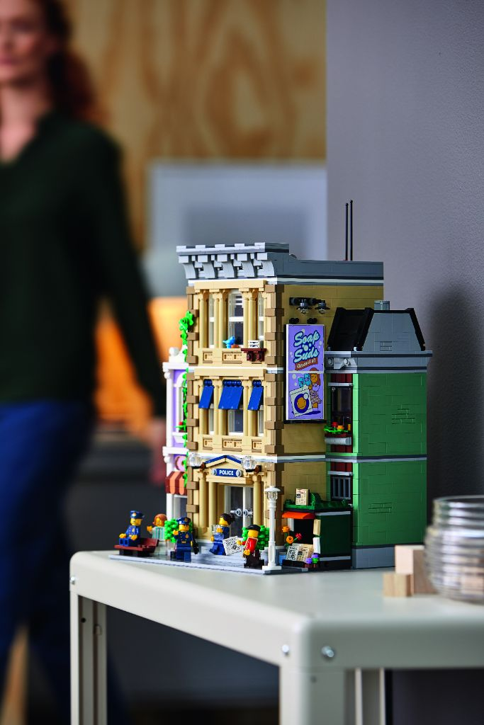 LEGO 10278 Modular Buildings Collection Police Station 45