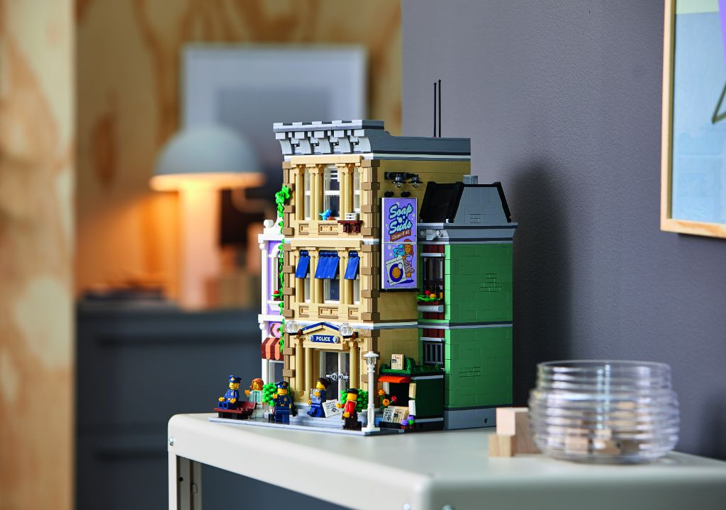 LEGO 10278 Modular Buildings Collection Police Station 46