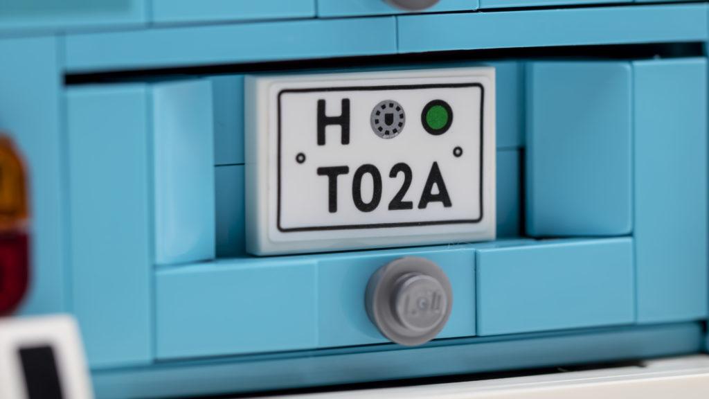 LEGO 10279 Volkswagen T2 Camper Van 13