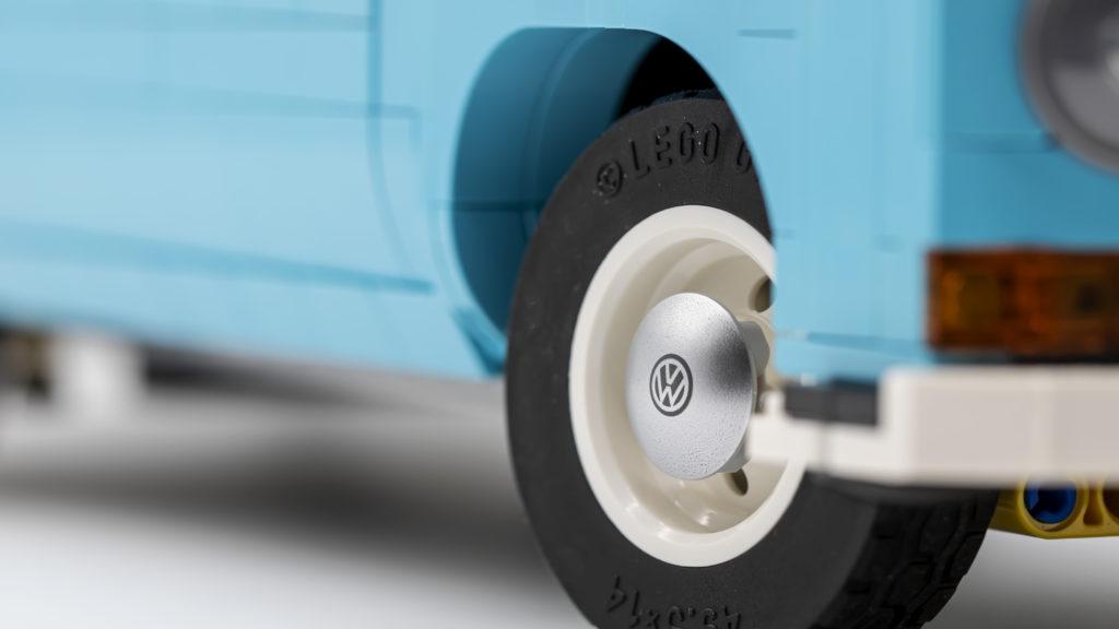 LEGO 10279 Volkswagen T2 Camper Van 17