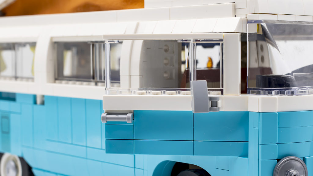 LEGO 10279 Volkswagen T2 Camper Van 27