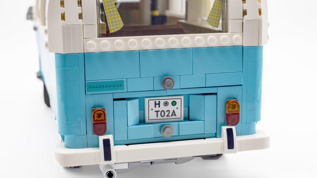 LEGO 10279 Volkswagen T2 Camper Van 32
