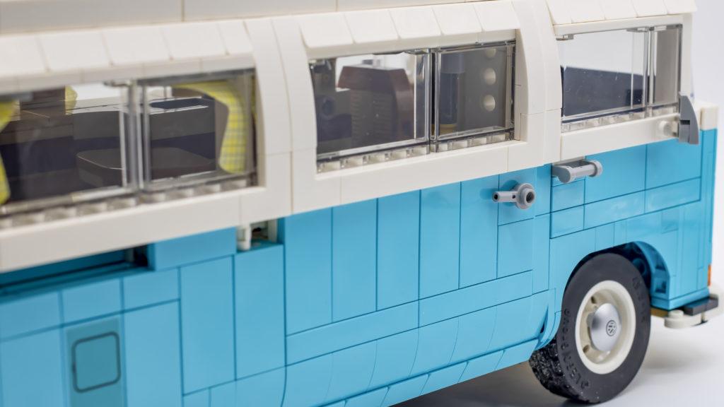 LEGO 10279 Volkswagen T2 Camper Van 35