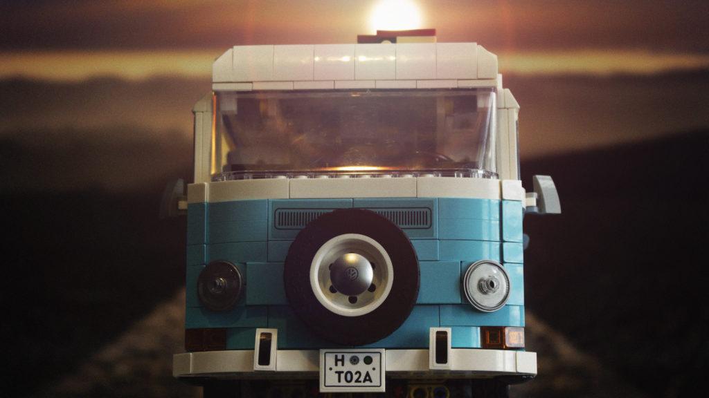 LEGO 10279 Volkswagen T2 Camper Van FEATURE 5