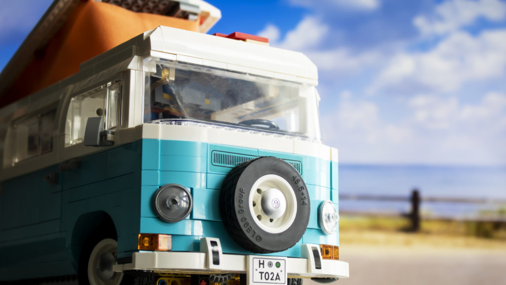 LEGO 10279 Volkswagen T2 Camper Van FEATURE 7