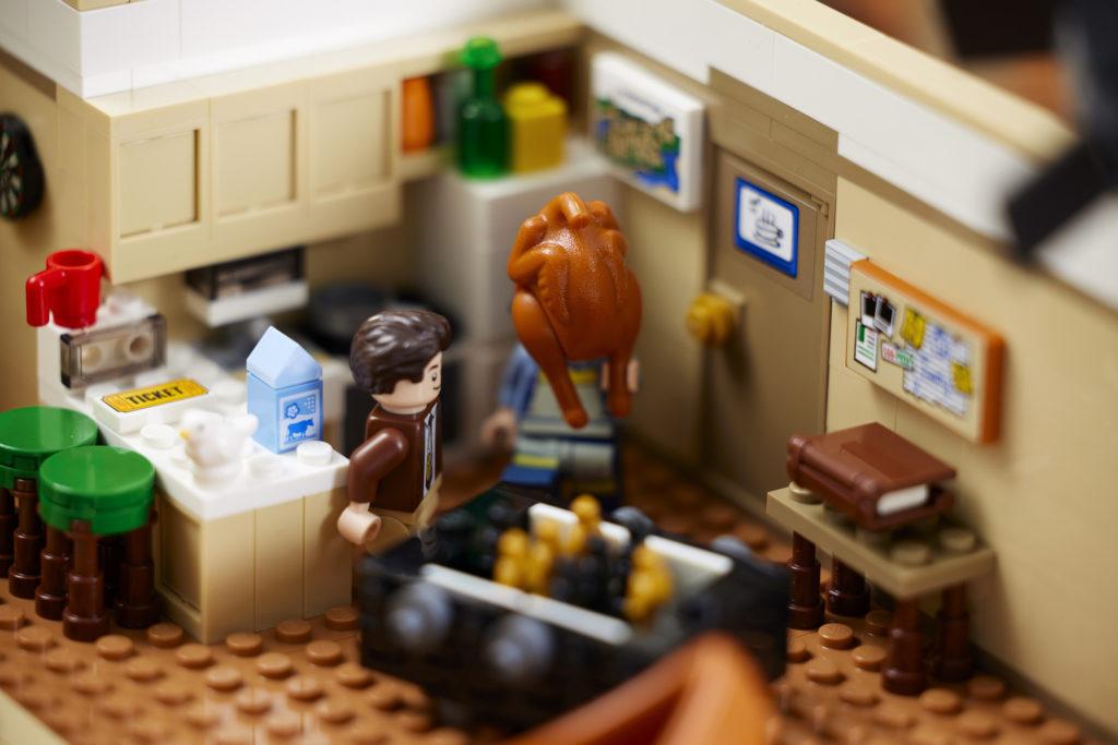 LEGO 10292 Friends Apartments 14