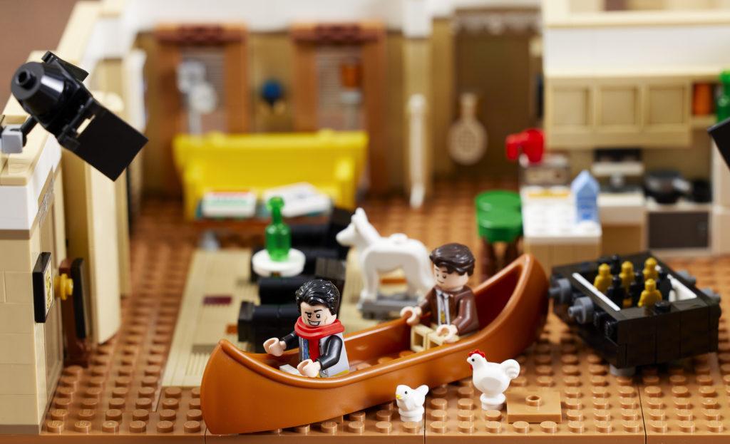 LEGO 10292 Friends Apartments 15