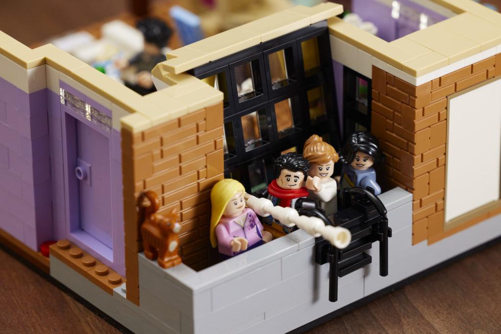 LEGO 10292 Friends Apartments 16