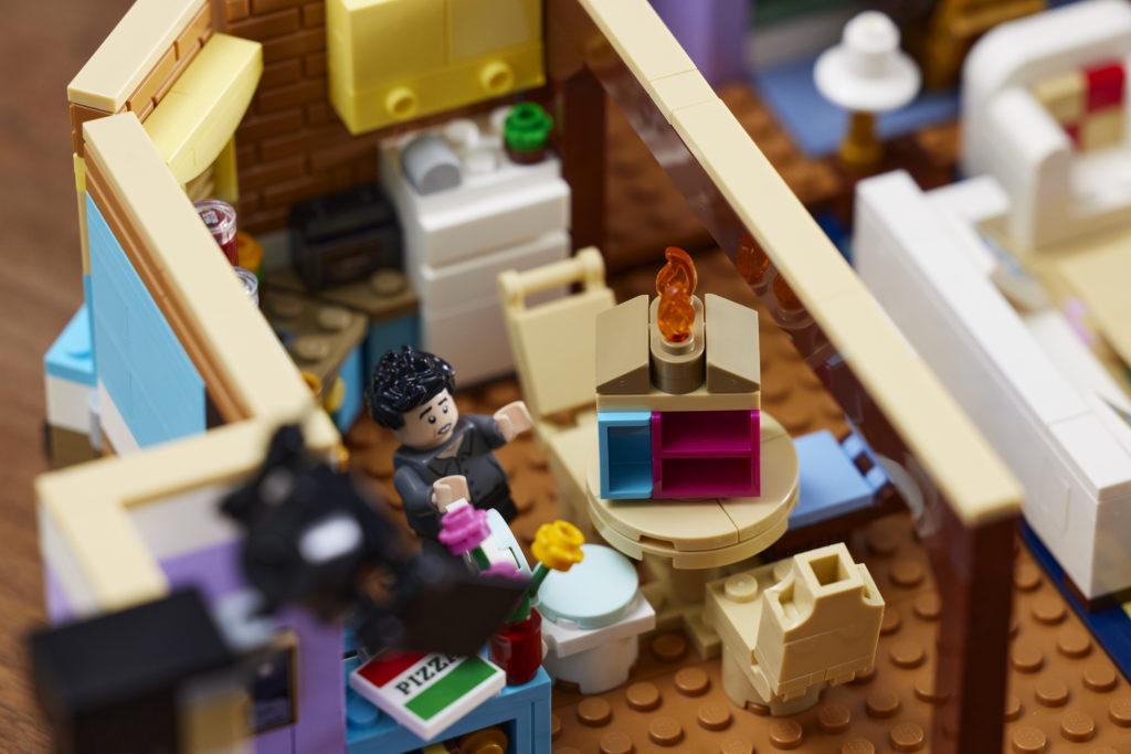 LEGO 10292 Friends Apartments 17