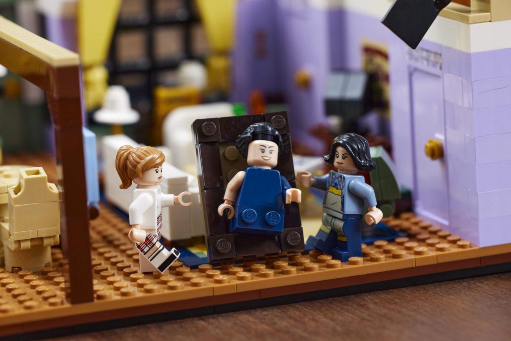 LEGO 10292 Friends Apartments 18