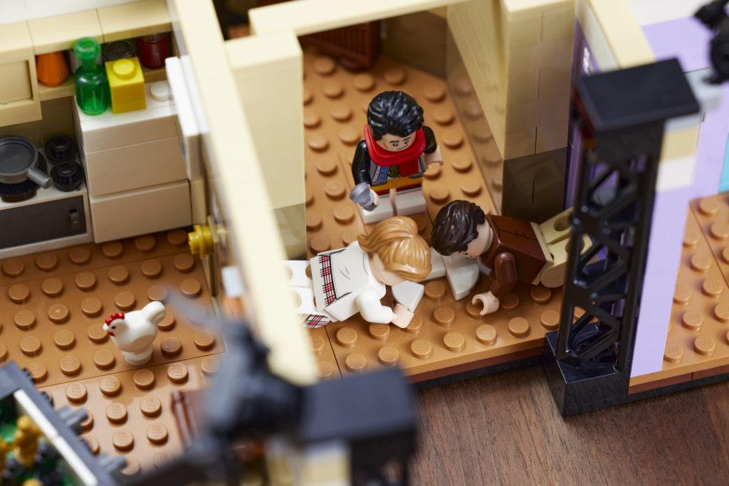 LEGO 10292 Friends Apartments 19