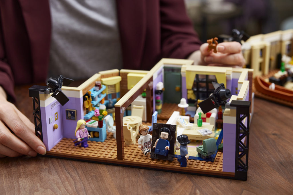 LEGO 10292 Friends Apartments 21