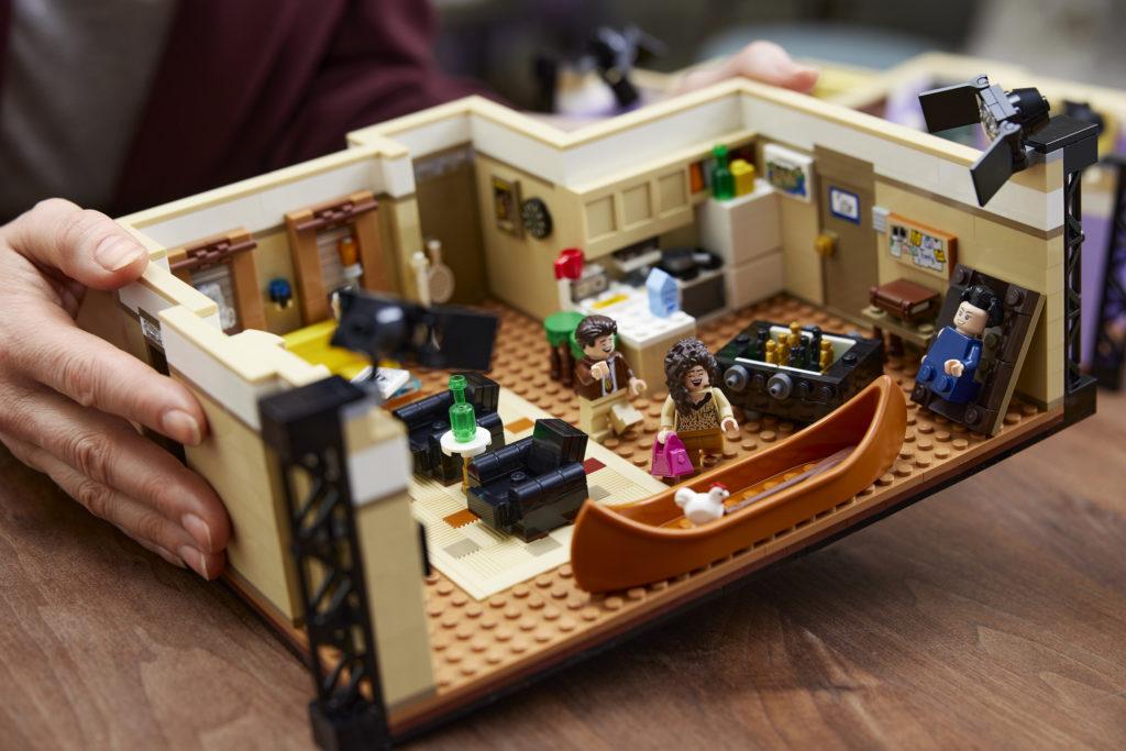 LEGO 10292 Friends Apartments 22