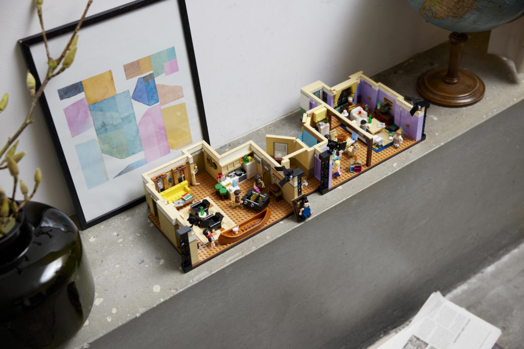 LEGO 10292 Friends Apartments 28