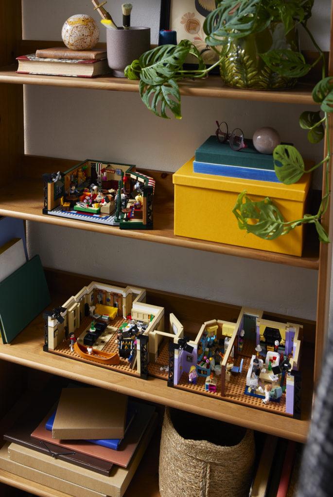 LEGO 10292 Friends Apartments 32