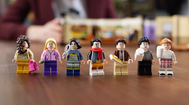 LEGO 10292 Friends Apartments minifigures featured