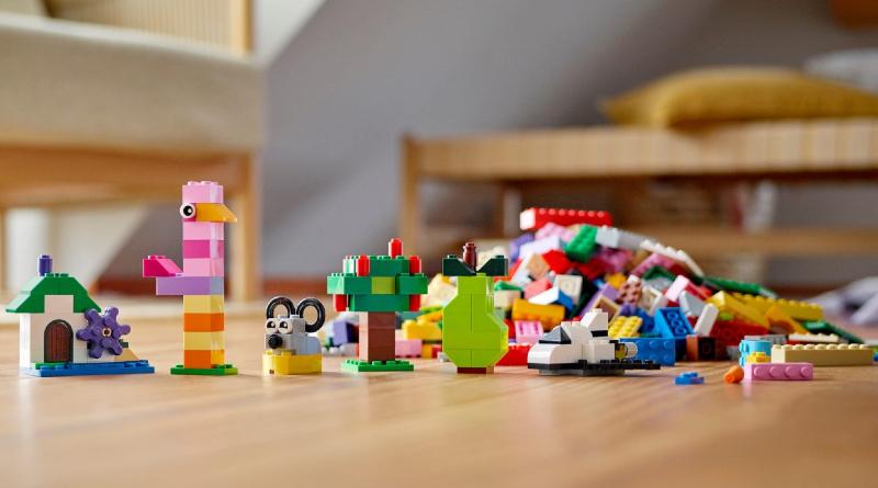 LEGO 11016 Creative Building Bricks Featured