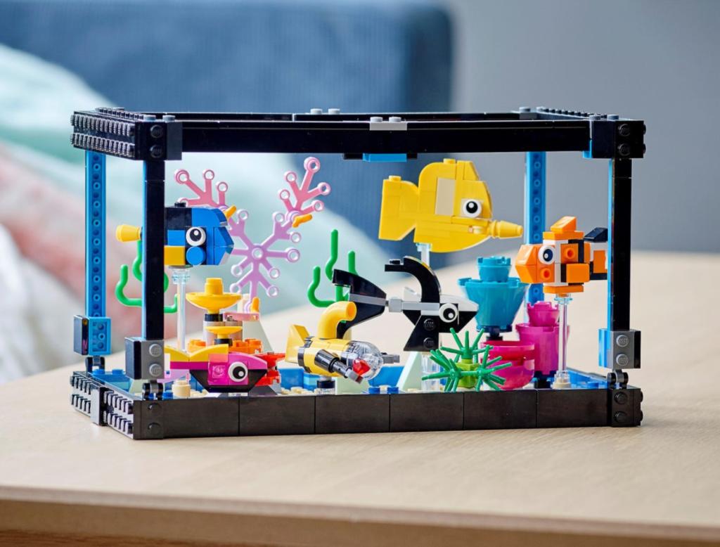 LEGO 31122 Fish Tank lifestyle