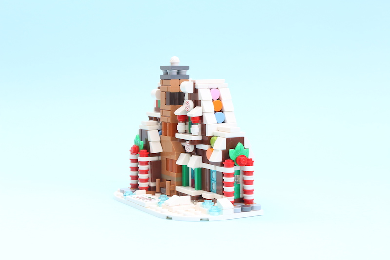 LEGO 40337 Gingerbread House Review 1