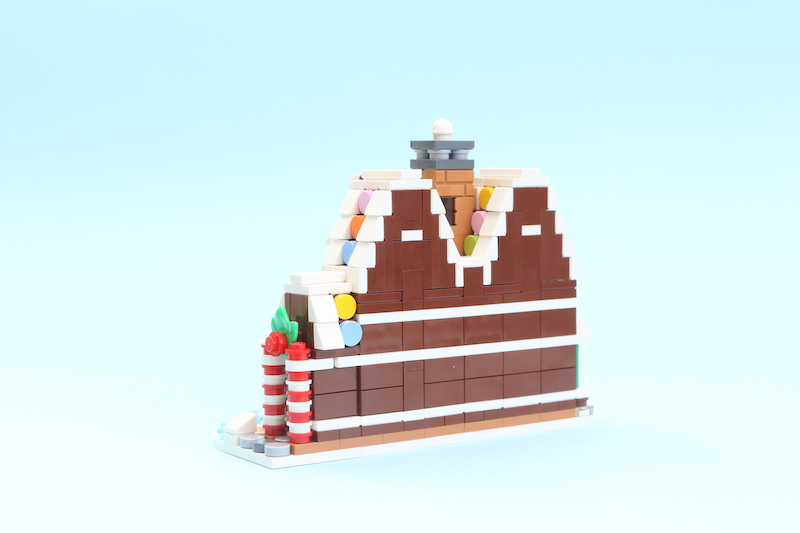 LEGO 40337 Gingerbread House Review 2